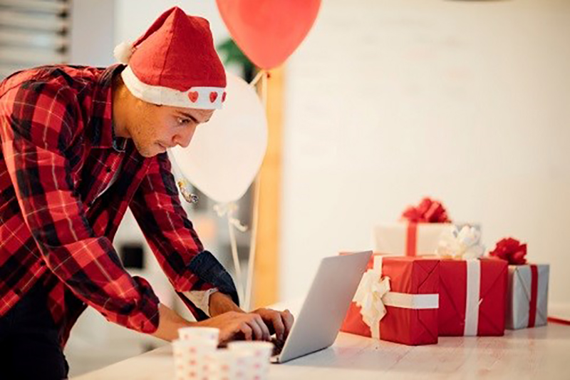 One in three workers log on over Christmas